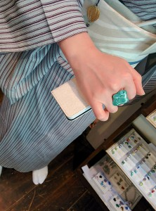 kimito,コーディネート,着物,帯留,七宝焼,指さ